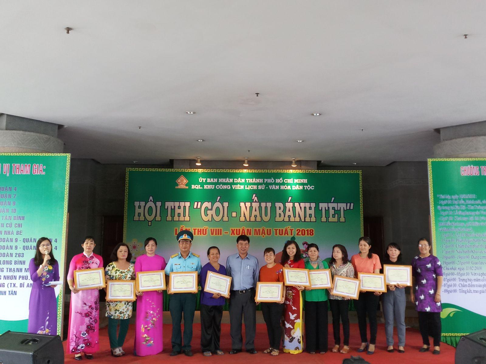 Tham gia Hội thi Gói - Nấu bánh tét Cấp Thành