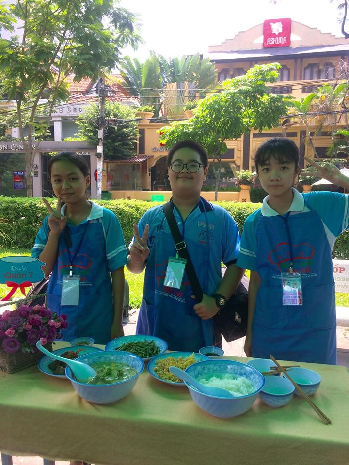 Tham gia Liên hoan Bếp nhí thi tài năm 2018